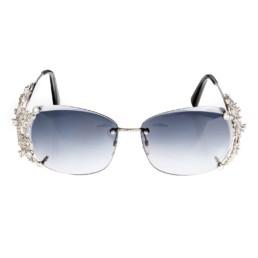Vista frontale di un paio di occhiali in oro bianco e diamanti